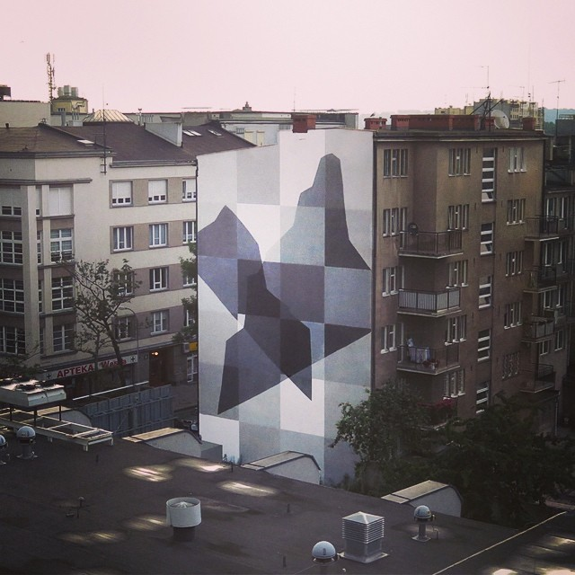 Monochrome / Light and Shadow, el más reciente trabajo de @helloelian en Gdynia (Polonia) para el Traffic Design Festival #arte #artevans