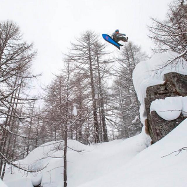 Wolle Nyvelt volando en la montaña #vanssnow Ph. Scott Sullivan