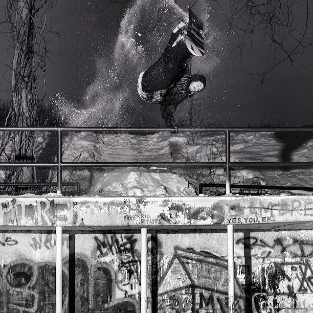 Remember snow? @vacationtonowhere shot this rad #millerflip of #Oliverdixon in #issue31 #steezmagazine #snowboarding