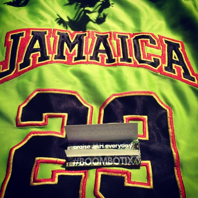 One way to assert your #independence... Praise jah everyday. These rolling papers are included with every #chronic #boombotix