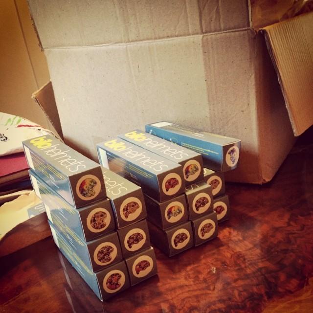 Arrancando la semana, preparando los pedidos!! #bilohelmets #vestitucasco #sevienelanieve
