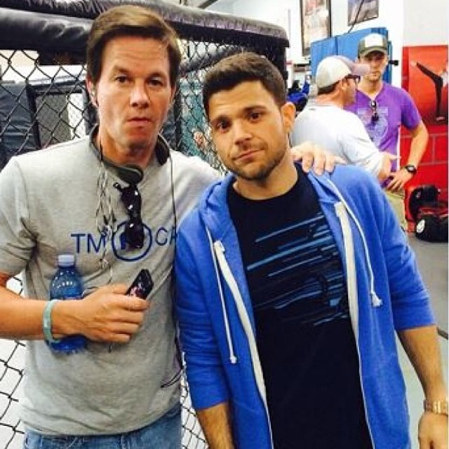 @jerrycferrara staying comfy in his T4T Zip front Hoodie #onset filming the #EntourageMovie. #setlife #bts #markwahlburg #entourage #style