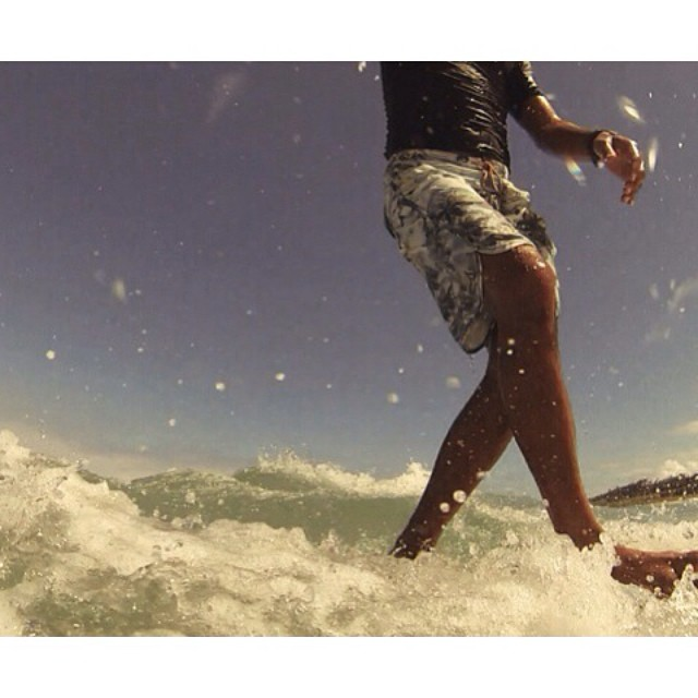 Just walk it out! @808donkey_witch #disidual #surf #summer #walkitout #hawaii www.disidual.com
