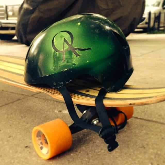 Usar casco salva vidas.  Usar éste tiene onda!  #theQAlife  www.QA.com.ar