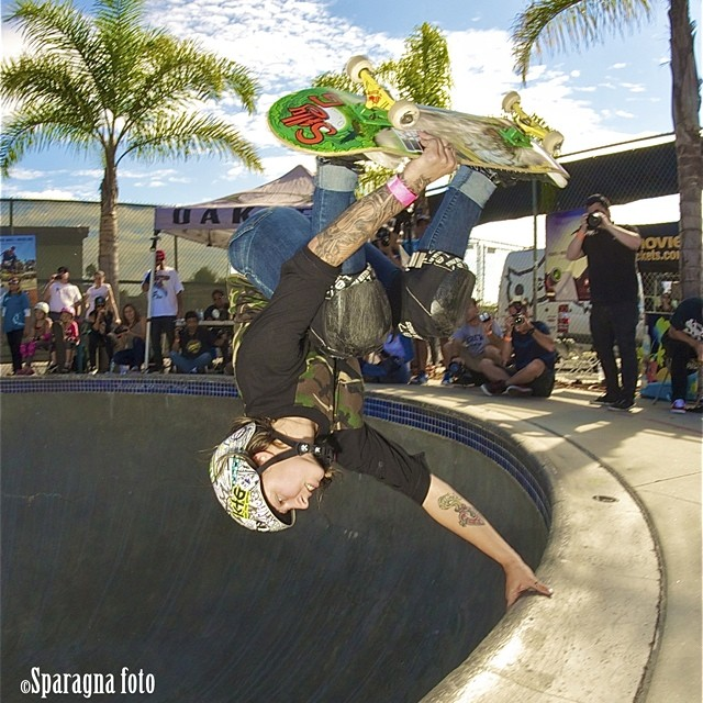 Julz rulz! Julz Lynn (@julzlovespoolz), fingers in the water at #EXPOSURE2013. #skateboarding #skateboard #skateboarder #skate #skatelife #skatergirl