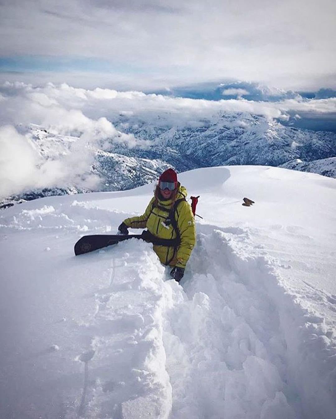 #TeamRider @inaquiilopez ・・・ Pow for dayzzzz here in Chile. #enjoytheoutdoorslonger