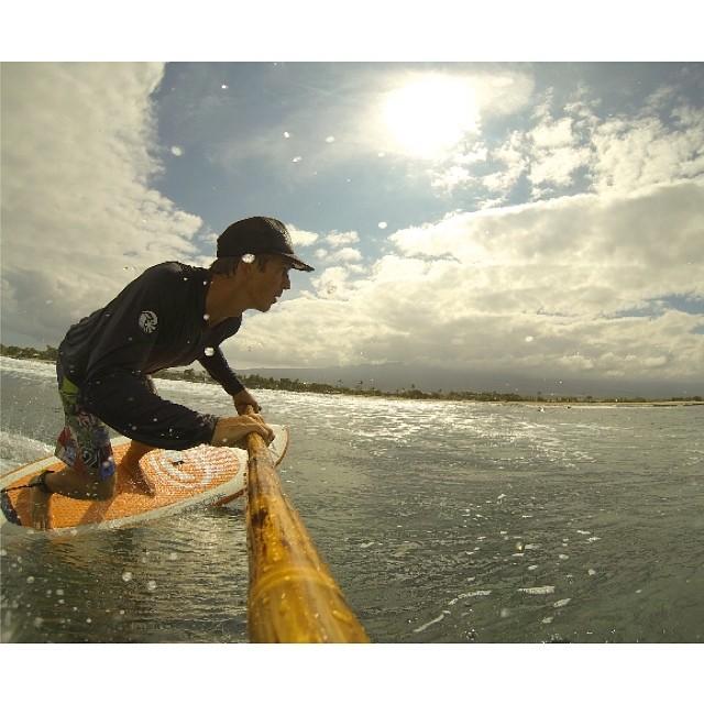 Fun in the sun. #alohafriday #surf  #imaginepaddlesurf #naturescarbonfiber #bamboopaddle #paddlehawaii #konaboys #futuressup #gopro #kaenon #rareform #itakebioastin #NavitasNaturals #wiseguides #gearforislandlife #artofboard #irideirecycle #paddlehi...