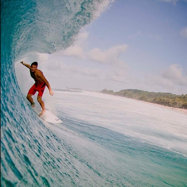Off the Wall Feli Suárez @felisuarez1 #Hawaii #Surf #Volcom PH: @juanbacagianis