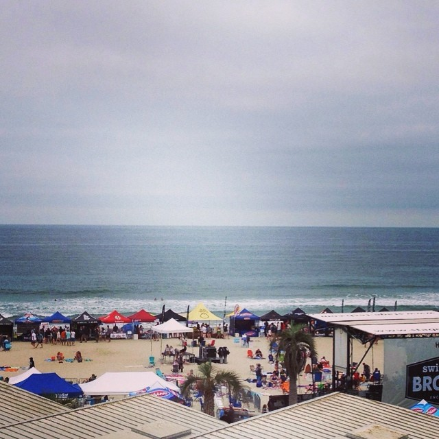 Fun little sets at the Bro Am event. It's going to be an awesome day here. Come hang with the goFlow and Foxtale photoboth crew. We got some cool things going on here. #BroAm2014 #SwitchfootBroAm #goFlow #Surf — Fun · Knee (1ft) · Glassy · Few People —...