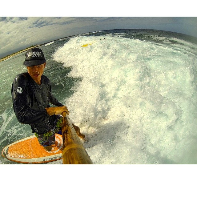 Which way did he go? Sometimes it's good when people say you're doing it wrong. Making the best of a close out. #goofy #reverse #sup #bamboopaddle #naturescarbonfiber #paddlehawaii #yesterday #gopro3