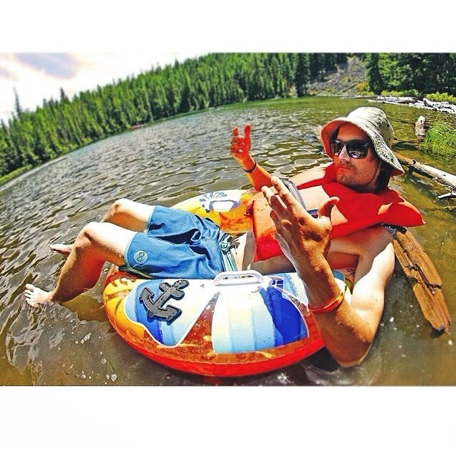 Happy weekend from @minnesnowtafrost ; floating in his ScallopRocker Boardie. #PNW #Diggers #SafetyFirst