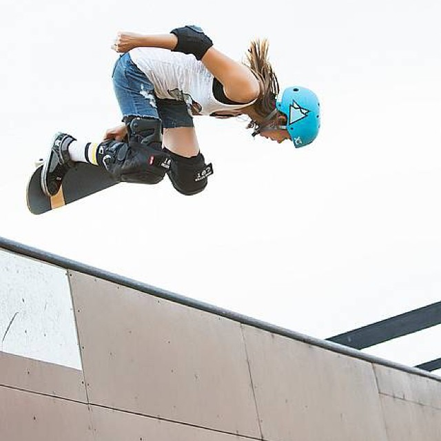 Looking forward to seeing @ameliabrodka soon in #California! Women's Bowl Contest coming up in Huntington Beach. Photo: Joanne Barratt #skateboarding #vert #ameliabrodka #xshelmets