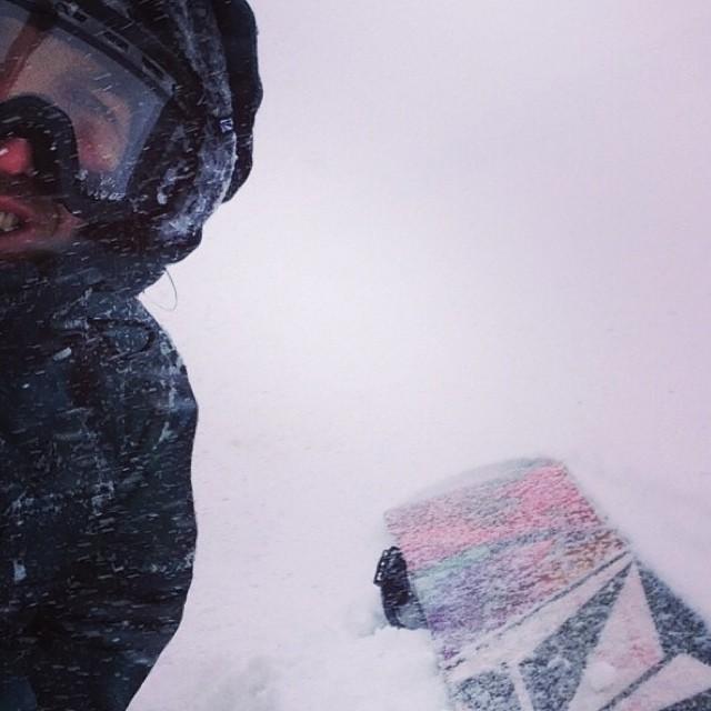 Que el contexto solo te de ganas de avanzar, por mas bravo que sea! @keepjero #selfie #snow #Volcom #W14
