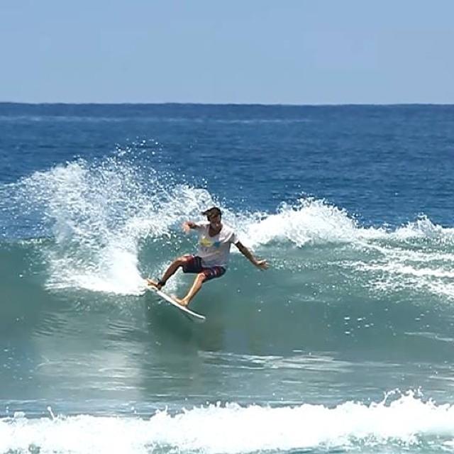 Buenas olitas con Sebastian Ventura! #soul #surfing #waves #reefargentina