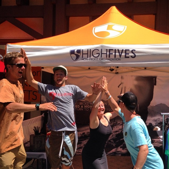 Just a few hours left to get your FREE High✋at the @hi5sfoundation booth at @wanderlustfest || Help support #HighFivesAthletes through a donation for new #High5ives gear! #WLSquaw #HunkyDoryFives