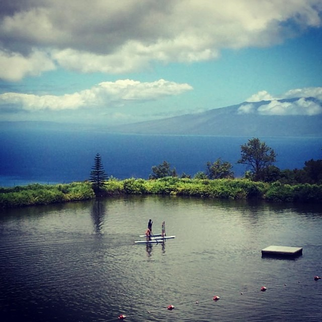 We'd certainly like to be stand up paddle boarding today, who's with us? Check out #skylinezipline for these awesome tours!