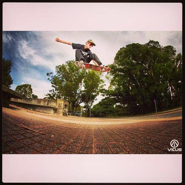 #SkateVicus & @tucadepucho (Amancio Montes)! Terrible #ollie con el estilo de siempre! #skate #skateboarding  #argentina .