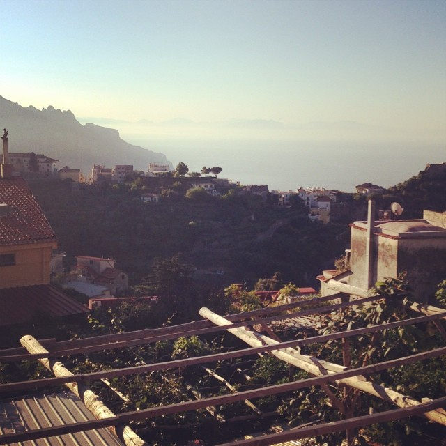 Good morning #amalficoast, it's nice to meet you! New rule: travel where roosters are the alarm clock