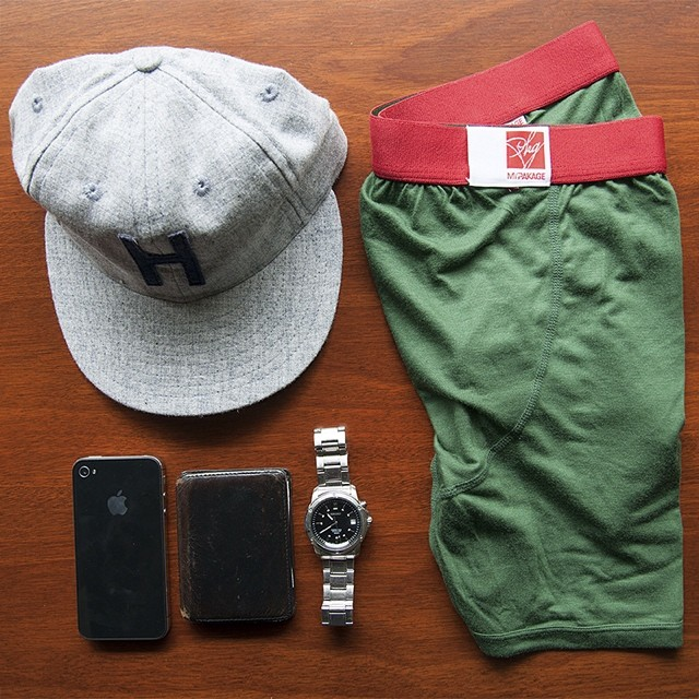 Everyday essentials... The MyPakage Weekday in Forest/Crimson and the @huckberry explorer cap