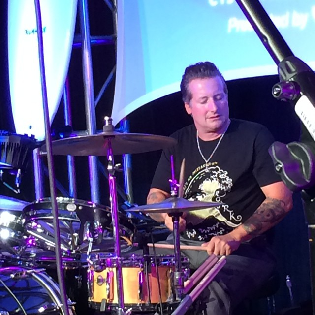 Tre Cool, drummer of Green Day, sits in on a song at the Pipeline To A Cure charity event for CF #trecool #pipelinetoacure #greenday