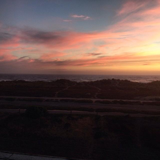 Rooftop sunsets #sannyfrannyversussandyeggo #sundayfunday  #beachvibes #oceanbeach #sf #cali