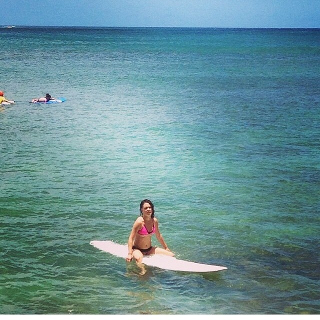 @chebreen waiting for waves in Hawaii in her #kindafancy #surfbikini #surf.  Going from #cityvibes to #beachvibes