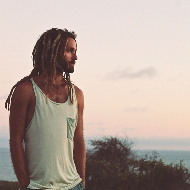 Be Kind Tribe Ambassador @to_the_sea8 in our men's unity tank in sea foam green •• Be Kind to the Sea, the Land, and the People •• Made in California from a blend of post consumer recycled plastic and organic cotton •• Available in our online shop