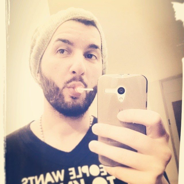 #selfie #instaCandy #picoDulce #motorola #onaSaez #cute #picOfTheDay #aburrido #miercoles #hashtagsPelotudos #gambito