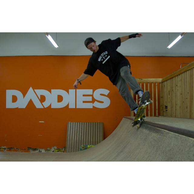 Had a great down day in #Portland , stopped by @daddiesboardshop - @_swells_ ripping the mini ramp, #Daddies guys treated us great- big thanks! #forridersbyriders #handmadelaketahoe