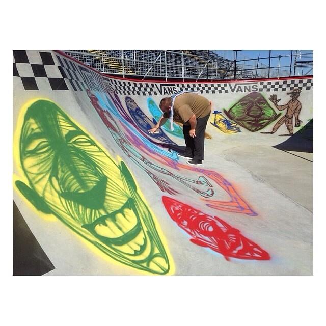 Rich Jacobs poniéndole magia al bowl que recibirá a los mejores bowlriders del planeta para que compitan en el Van Doren Invitational. @dariomattarollo dirá presente. Aguante ! #VansUsOpen #Skate #VansSkate