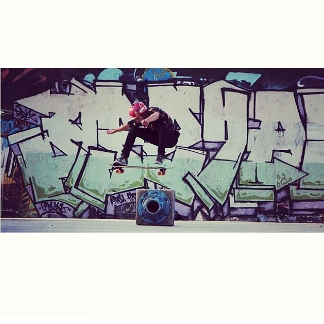 Repost from @camilocespedes Having fun with ollies #street #graffiti #ollie #skateboarding #fr7
