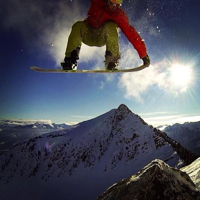 Team rider from #Canada @goldenrider420❄️#frostyheadwear #frostyvision #snowboarding #gopro