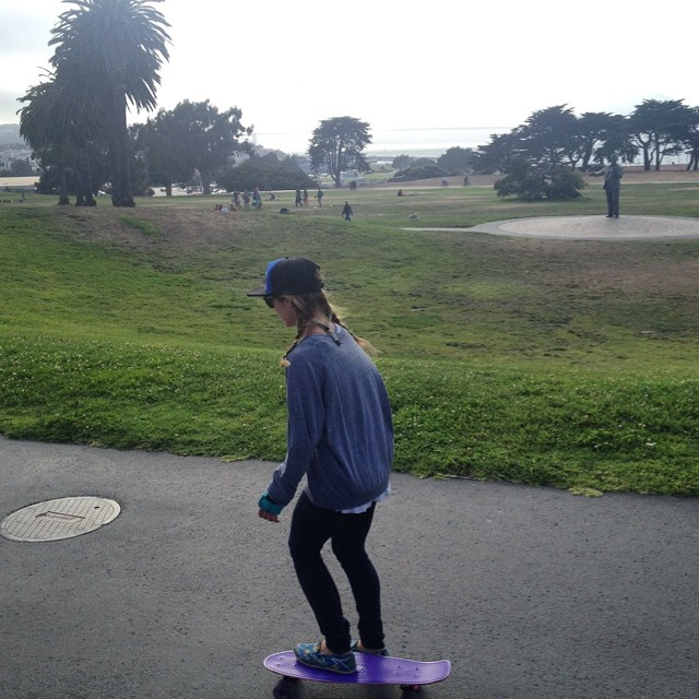 From the mountains to the street - surfin the #fortmason concrete wave #SanFrancisco #skateboarding #penny #sundayfunday cc: @s2theh
