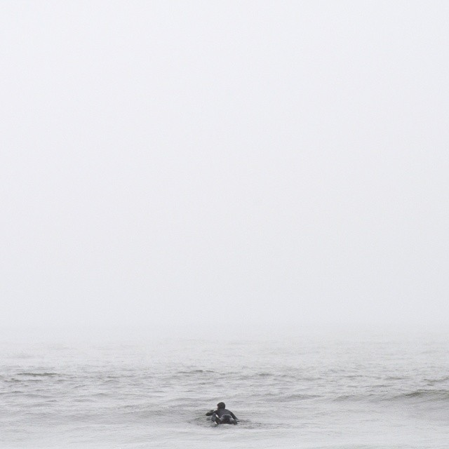 Into the fog. #coldwatersurf #fog #fognotsun Photo by @josefin_svedberg