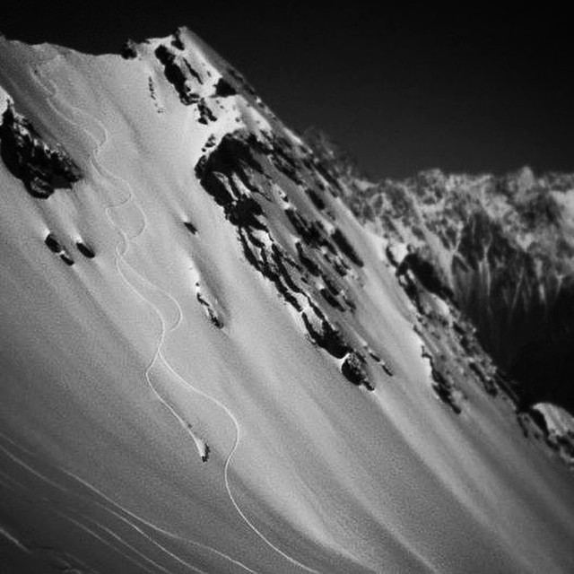 Buenos días from our friend @claudioskis @vnheliski. #dpsdreamtime #chile #powder #skiing.