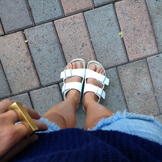 Finally got the coveted and hard to find white @Birkenstockusa sandals - thanks @viewfromthetopp for the style inspiration loving them! @levis @snashjewelry #ootd #jeanshorts #whitebirkenstocks #snashjewelry #viewfromthetopp #styleinspiration #tomboystyle