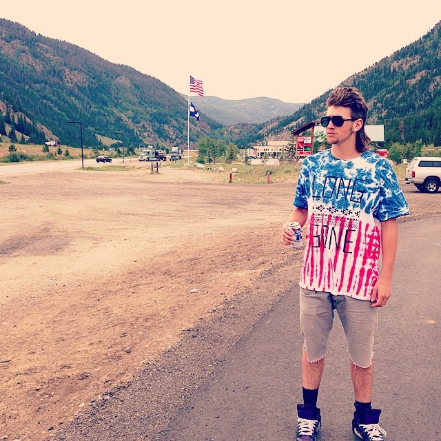 White Trash Wednesday // @whocutthechez killing it in then 'merica long gone tee // #mullet #joedirtwho #merica #colorado #humpday #stzlife #clubquality