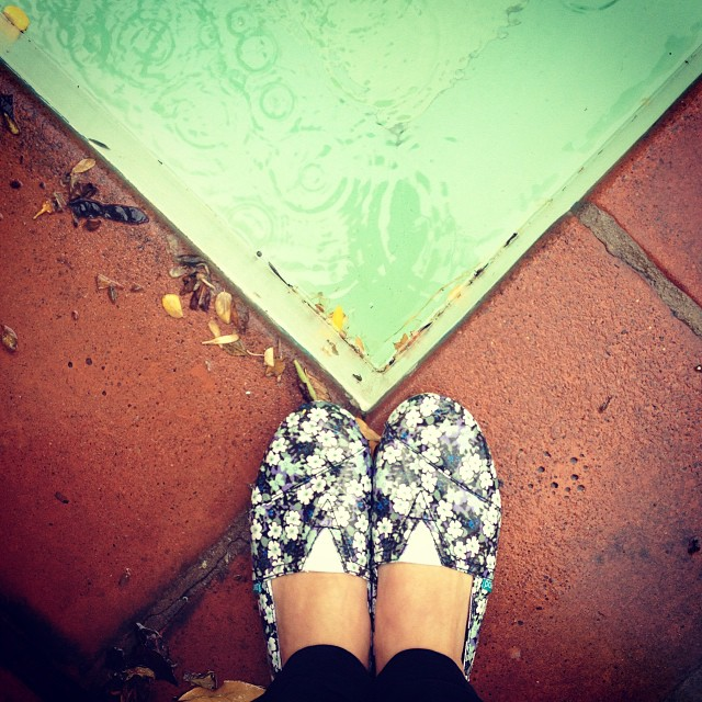 It doesn 't matter if it rains or pours Páez | Sampa are specially  made for the rain / Páez para la lluvia ideales para un día como hoy en BsAs #berta #rain #lluvia #bsas #weather #paez #paezshoes #shoes #rainy #sampa