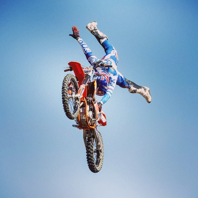 Here's @NickDeWitFMX, flying high @redbullxfighters #FMX #XfightersJam