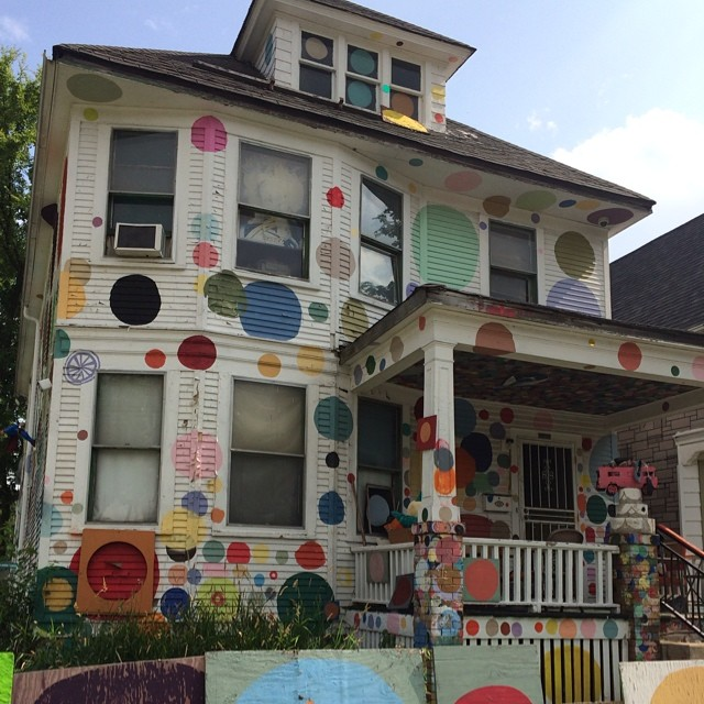Checking out the #heidelbergproject in #Detroit. One of the sweetest #artinstallations around. #nofilterneeded #weouthere #dots