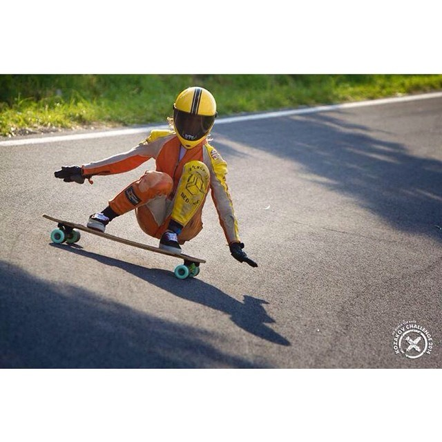 Lyde Begue drifting like a boss during the #kozakovchallenge in Czech Republic. CGSA Downhill photo #longboardgirlscrew #girlswhoshred #lookmanohands