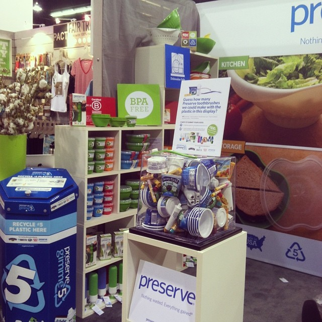 Our friends @preserveproducts at #ExpoWest showcasing their B love and how they transform recycled plastic into toothbrushes. #PreserveRecycles #BtheChange