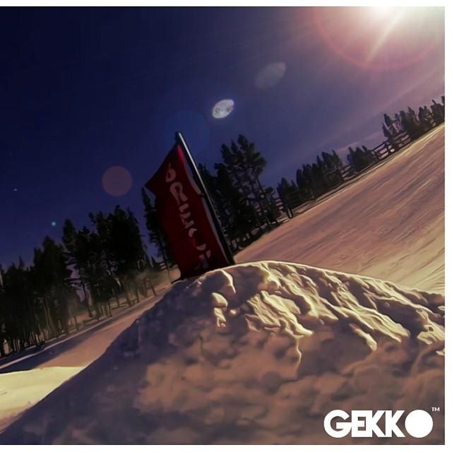 Nieve nieve nieve nieveee!! @thegreenparrotco #flying #shred #gekkoarg