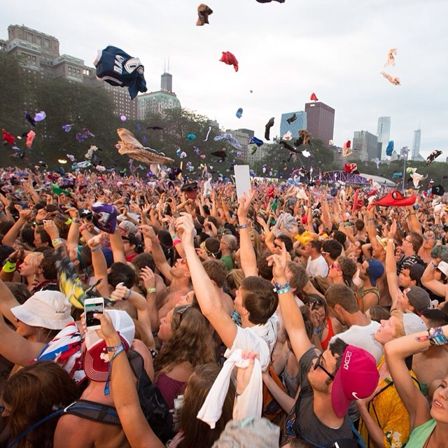 F it, it's Friday! Watch @Lollapalooza's #LollaLIVE on your laptop, mobile device, Apple TV, Xbox 360, Amazon Fire TV, Kindle Fire or Samsung Smart TV through Red Bull TV. For mobile/laptop, click the link in our profile to get the goods.