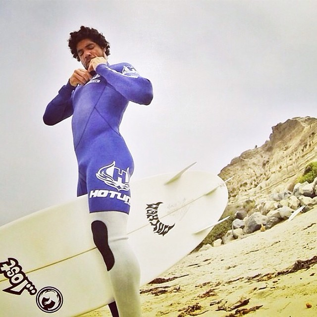 ~Heitor Alves suiting up for a Friday surf @heitorsurf ~ #HappyFriday #HotlineWetsuits #SantaCruz #Brazil #TheWeekendIsHere #GoSurf