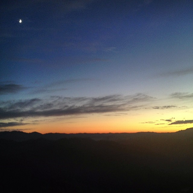 Summer nights in California out of the city #iremembersummer #warmerthansanfrancisco #nature #sunset #sunsetchaser #summer #crescentmoon