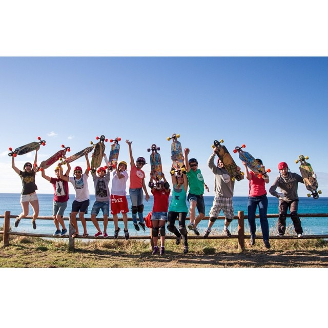Que vais a hacer este verano? Veniros a surfear y patinar con nosotras en el @artsurfcamp! Mas info en www.longboardgirlscrew.com/lgc-camps  What are you doing this summer? Come surf & skate with us! More info in...