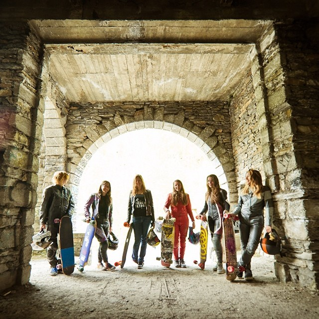 Go to www.longboardgirlscrew.com and check out #longboardgirlscrew #France latest edit skating down the French Alps. Nicely done girls! Video by @julien_leger. Photo by Alban Pernet #girlswhoshred #ladiesofshred