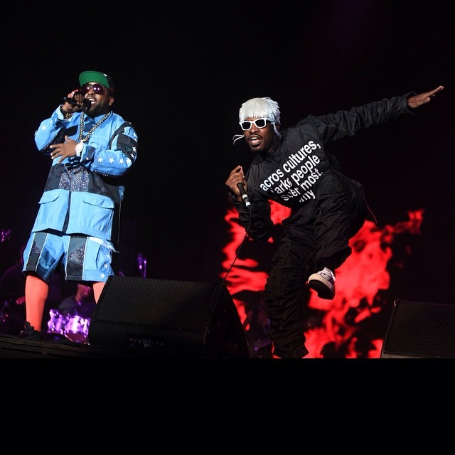Sunday Funday! Still shakin' it like a Polaroid picture? Watch the #Lolla Livestream to keep the party goin' by clicking the link in our profile. @Outkast by
