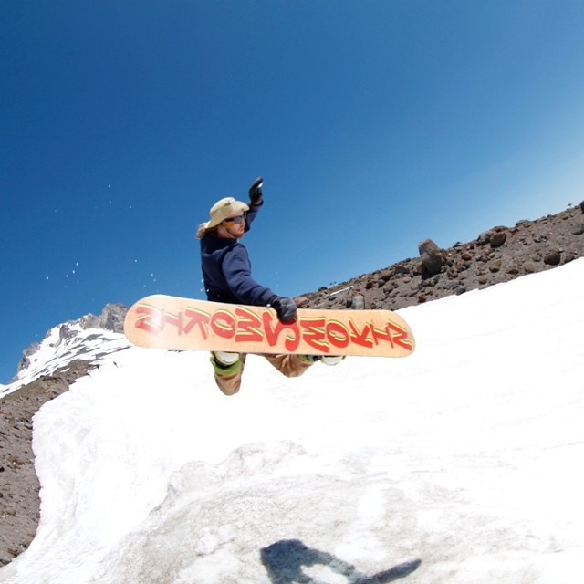 Smokin at #mthood edit is live www.snowboarding.treamsworld.net , thanks to everyone involved!! @rakejose421 thanks for being a #boss #forridersbyriders @wyld_instinct @_swells_ @matt_busedu @juicy__g__ @helpthechildren100 @shoma3 @space_rok @eldulche...
